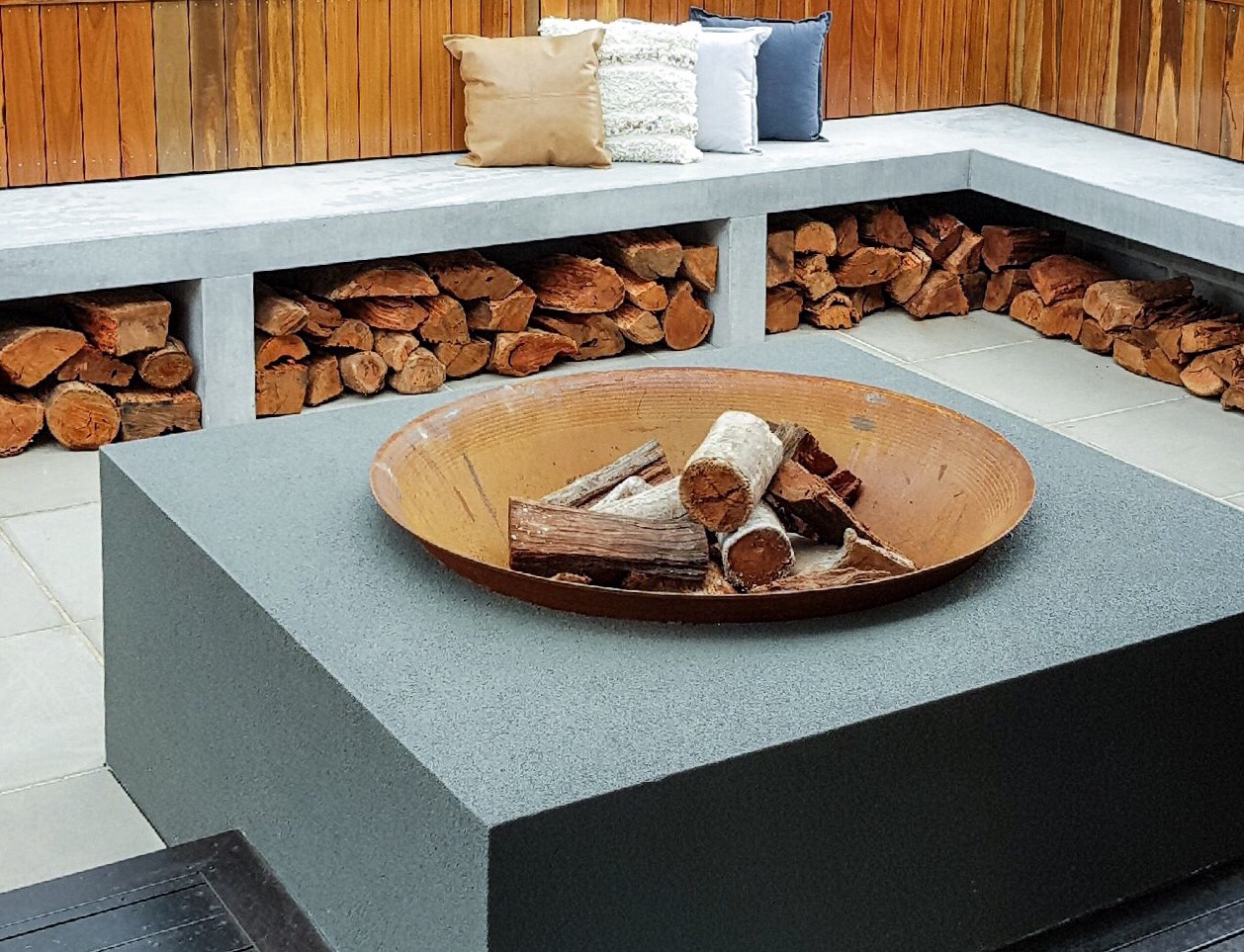 Fire pit outdoor concrete bench